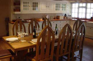 Luxury holiday cottage polperro. Large kitchen with seating for 8 guests