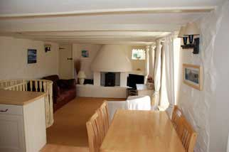 Island Cottage Polperro. Centrally heated with log burner, roll top bath, and sea views